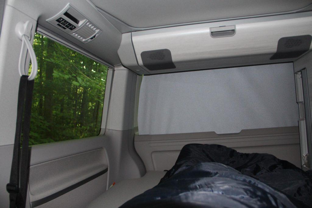 vw bulli t6 california schlafen im auto. Black Bedroom Furniture Sets. Home Design Ideas