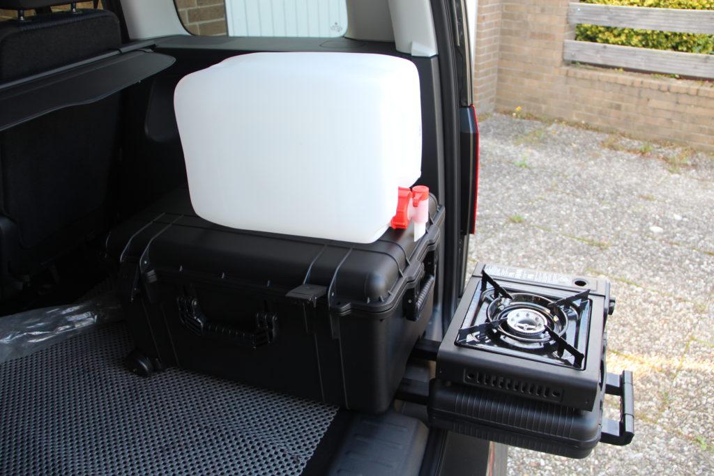 die praktische campingbox schlafen im auto. Black Bedroom Furniture Sets. Home Design Ideas