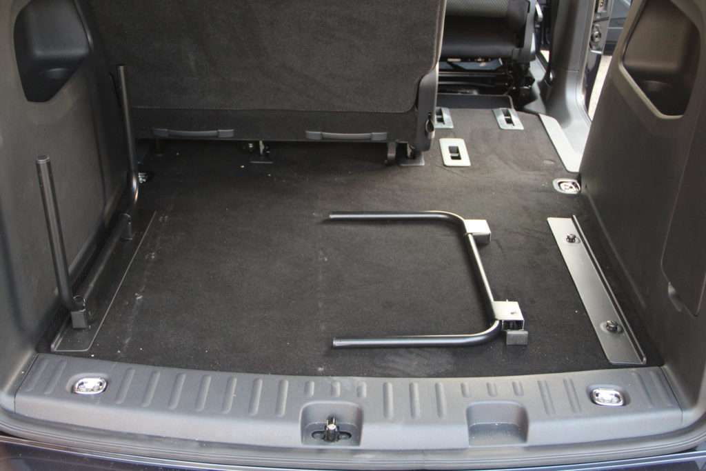 caddy beach schlafen im auto. Black Bedroom Furniture Sets. Home Design Ideas